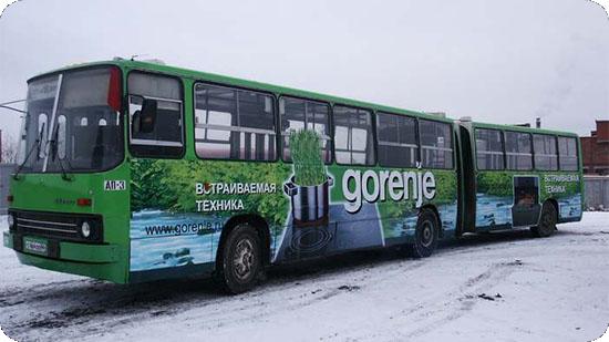 Реклама на борту длинного автобуса Икарус